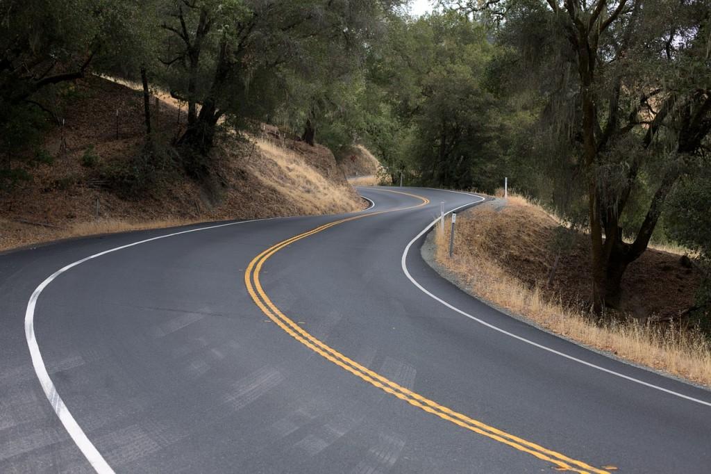 winding-road-553481_1280
